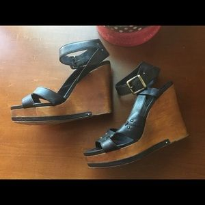 Chloe black leather wooden wedges